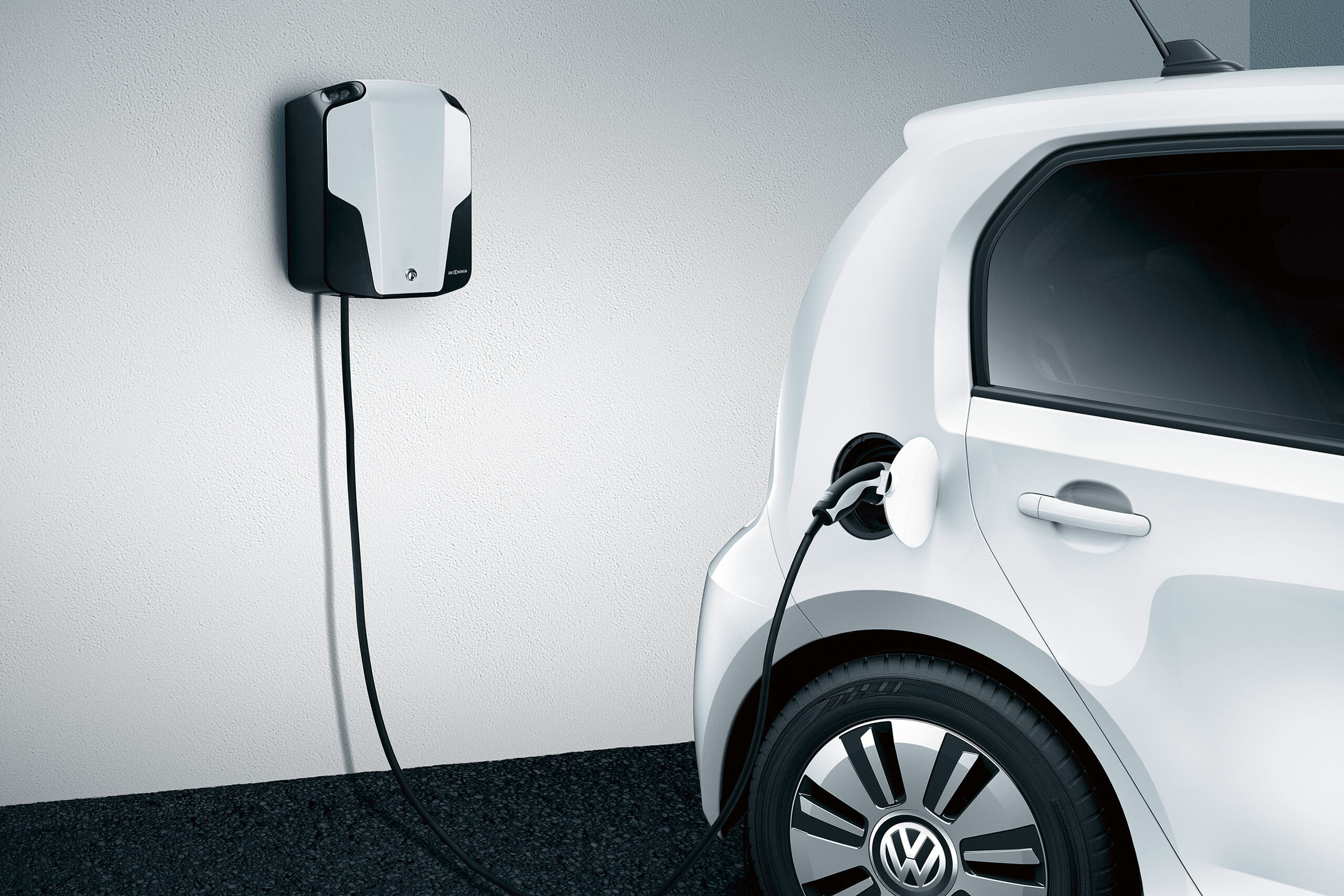 vw volkswagen e-up! elektroauto weiß ladestation